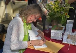 signing (3)